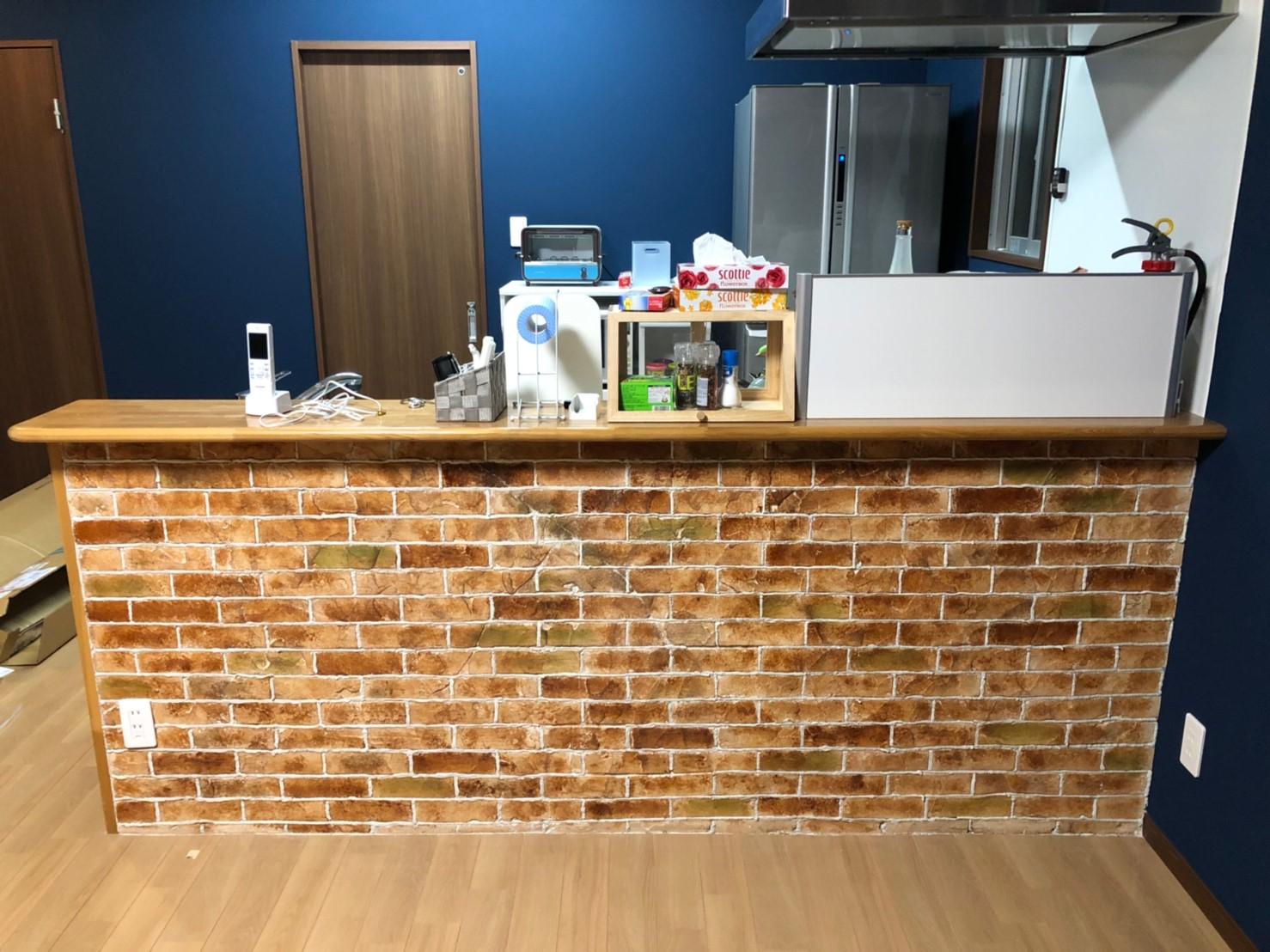 キッチン腰壁にモルタル造形施工後